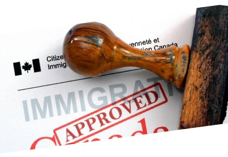 При трудоустройстве наличие у претендента семейной визы облегчает ряд бюрократических процедур
