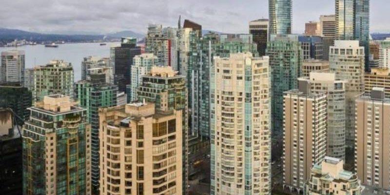 вид на город с высоты дрона