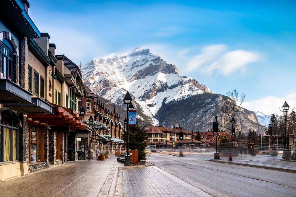 улица канады и горы